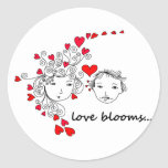 El amor florece… pegatina redonda
