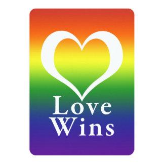 """El amor gana el arco iris del corazón invitación 5"""" x 7"""""""