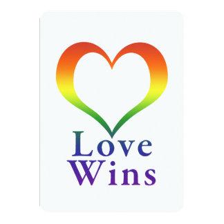 """El amor gana el corazón del arco iris invitación 5"""" x 7"""""""