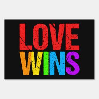 El amor gana la muestra de la yarda del matrimonio carteles