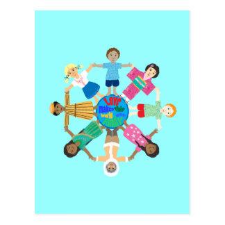 El amor hace este mundo a una familia postal