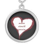 El amor latino conquista todo el collar del corazó