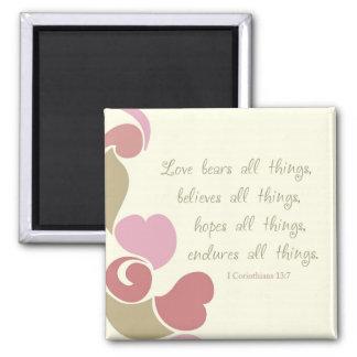 El amor lleva todo el imán del refrigerador de las