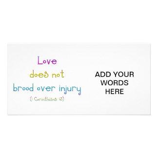 """El """"amor no empolla sobre lesión """" tarjeta fotográfica"""