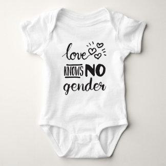 El amor no sabe ningún género LGBT Body Para Bebé