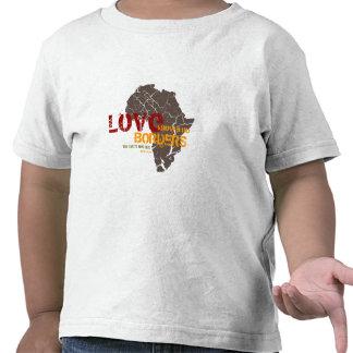 El amor no sabe ninguna frontera - adopción de Áfr Camiseta
