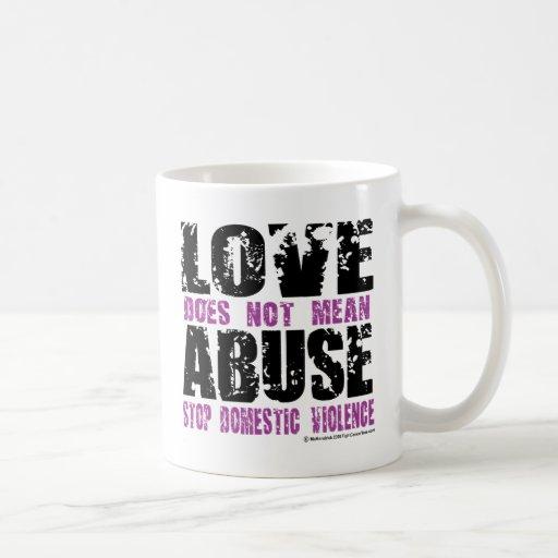 El amor no significa abuso taza clásica