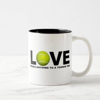 El amor no significa nada a una fan de tenis taza de café de dos colores