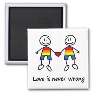El amor nunca es incorrecto imán cuadrado