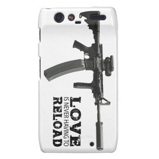 El amor nunca está teniendo que recargar AR-15 Droid RAZR Carcasas
