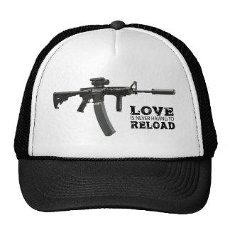 El amor nunca está teniendo que recargar AR-15 Gorra