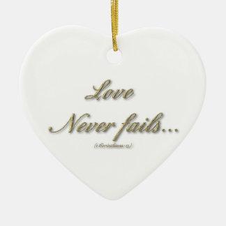 """El """"amor nunca falla"""" el ornamento en forma de cor ornamentos de reyes"""