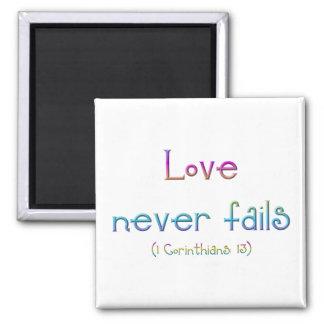 """El """"amor nunca falla """" imán cuadrado"""