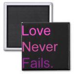 El amor nunca falla imán de frigorífico