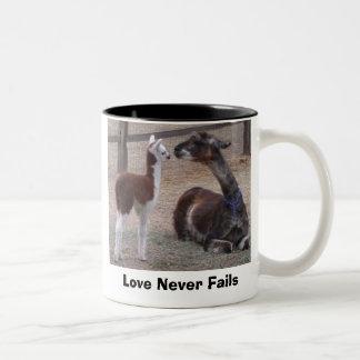 El amor nunca falla taza de dos tonos