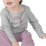 El amor observa… a la estimada hija (recién nacida camisetas