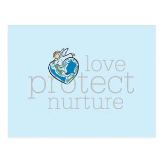 El amor protege consolida las camisetas y los postales