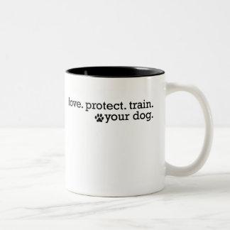 El amor protege el tren taza de café