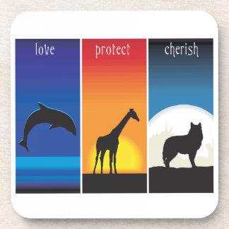 El amor, protege y acaricia animales posavasos de bebida