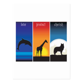 El amor protege y acaricia animales tarjeta postal