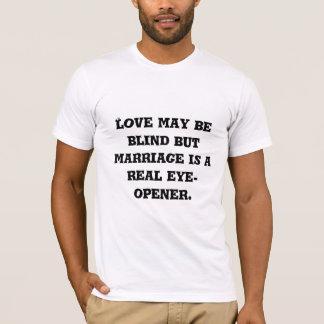 El amor puede estar ciego pero la boda es una playera