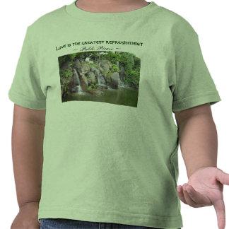 El amor restaura la camisa del niño