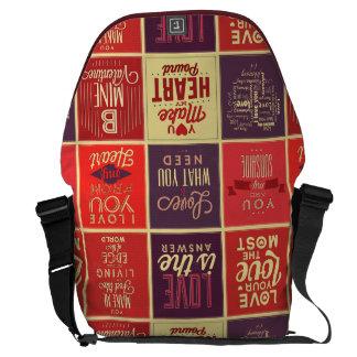 El amor retro colorido cita el modelo del edredón bolsa de mensajeria