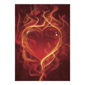 El amor rojo oscuro del fuego de FlamingHeart flam Invitacion Personal