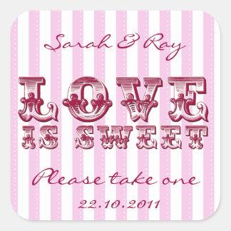 El amor rosado y blanco de la raya del caramelo es calcomanías cuadradases