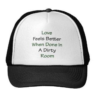 El amor siente mejor cuando está hecho en un cuart gorras de camionero