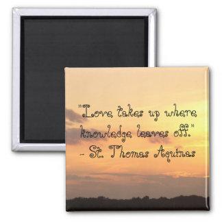 El amor toma donde el conocimiento se va apagado. imán cuadrado