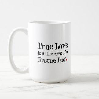 El amor verdadero está a los ojos de una taza del