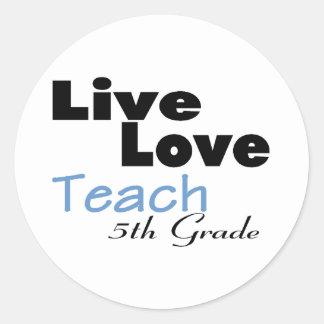 El amor vivo enseña al 5to grado (azul) pegatina redonda