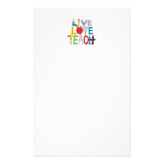 El amor vivo enseña papelería personalizada