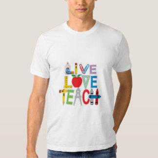 El amor vivo enseña playeras