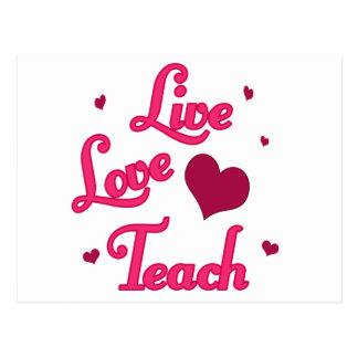 El amor vivo enseña postales