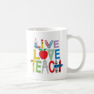 El amor vivo enseña taza básica blanca