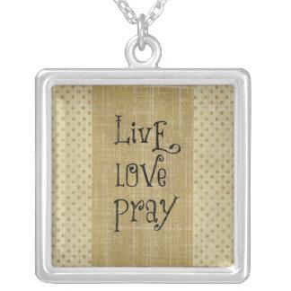 El amor vivo ruega la afirmación cristiana de la colgante cuadrado
