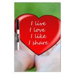 El amor vivo tiene gusto de corazones del corazón  pizarra blanca