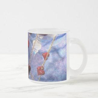 El amor y el oro cuelga taza de cristal