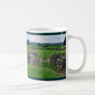 El Amphitheatre romano arruina Caerleon, País de Taza