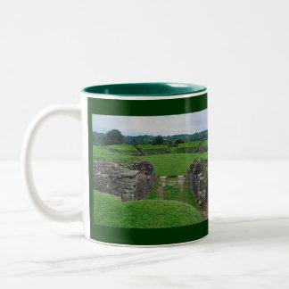 El Amphitheatre romano arruina Caerleon, País de Taza De Dos Tonos