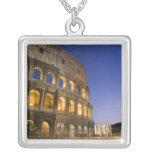 el ampitheatre de Colosseum iluminado en la noche Colgante Personalizado