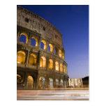 el ampitheatre de Colosseum iluminado en la noche Tarjetas Postales