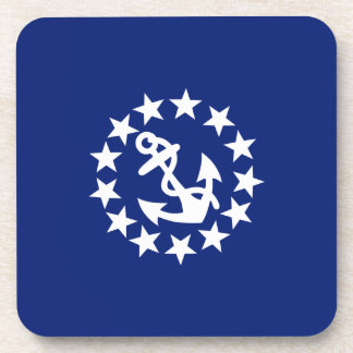 El ancla de la bandera del yate protagoniza posavaso