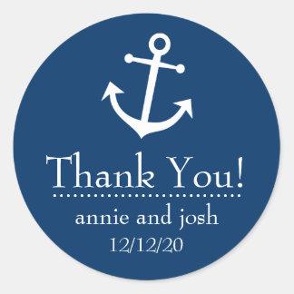 El ancla del barco le agradece las etiquetas (azul etiquetas redondas