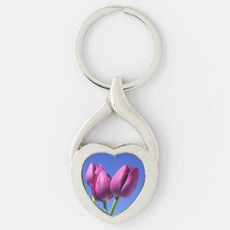El andar de puntillas a través de los tulipanes llavero plateado en forma de corazón