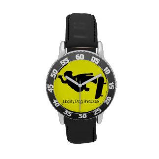 El andar en monopatín embroma los relojes -