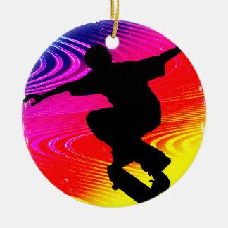 El andar en monopatín en Grunge del arco iris Adorno Para Reyes