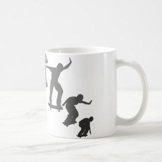 El andar en monopatín tazas de café